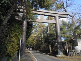 寒川神社鳥居200114