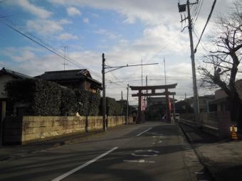 ふりかって六所神社鳥居200114