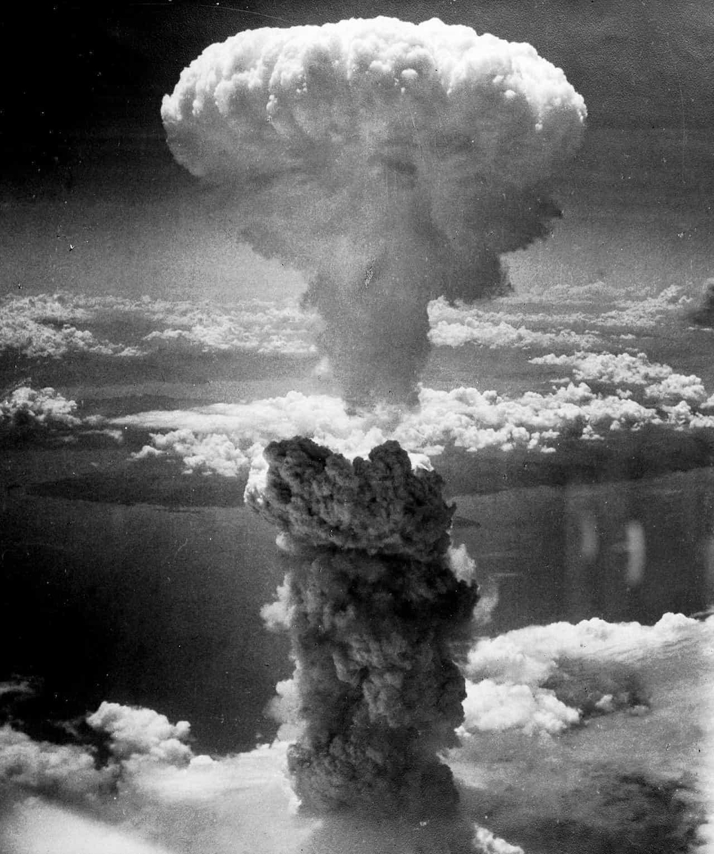 広島の原爆投下時のキノコ雲の画像
