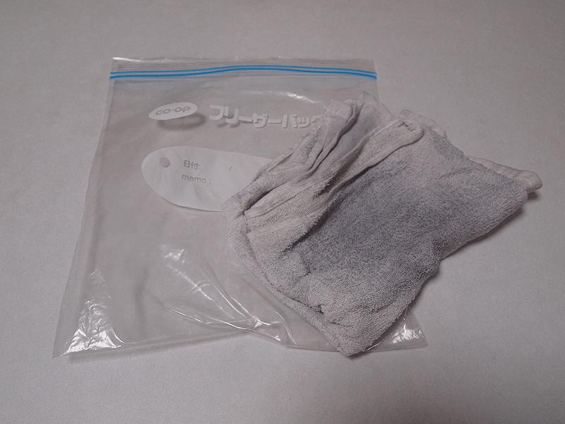 蒸しタオルで鏡面磨きのワックスを落とす②