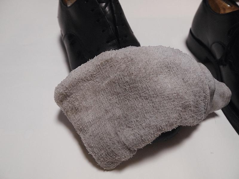 蒸しタオルで鏡面磨きのワックスを落とす④