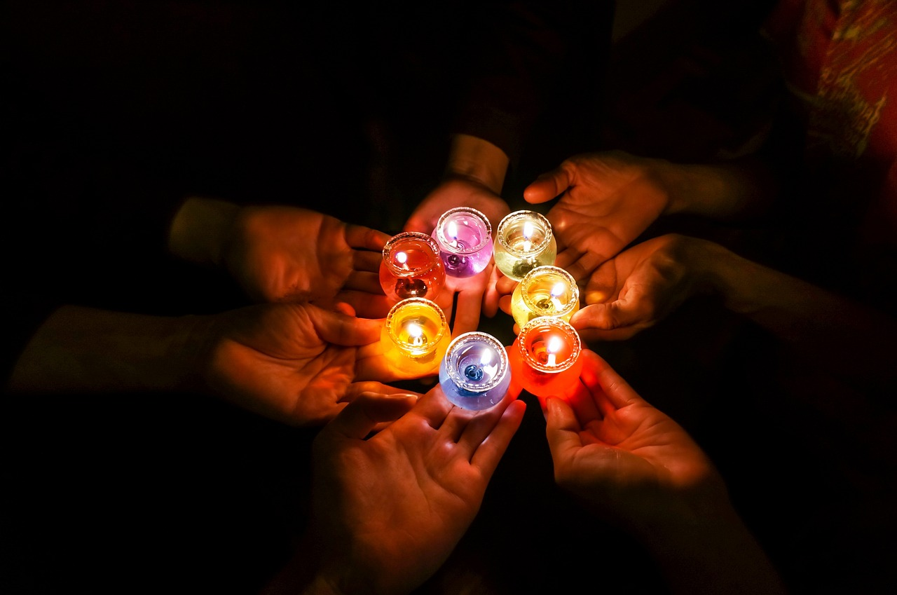 candles-in-dark-1706056_1280.jpg