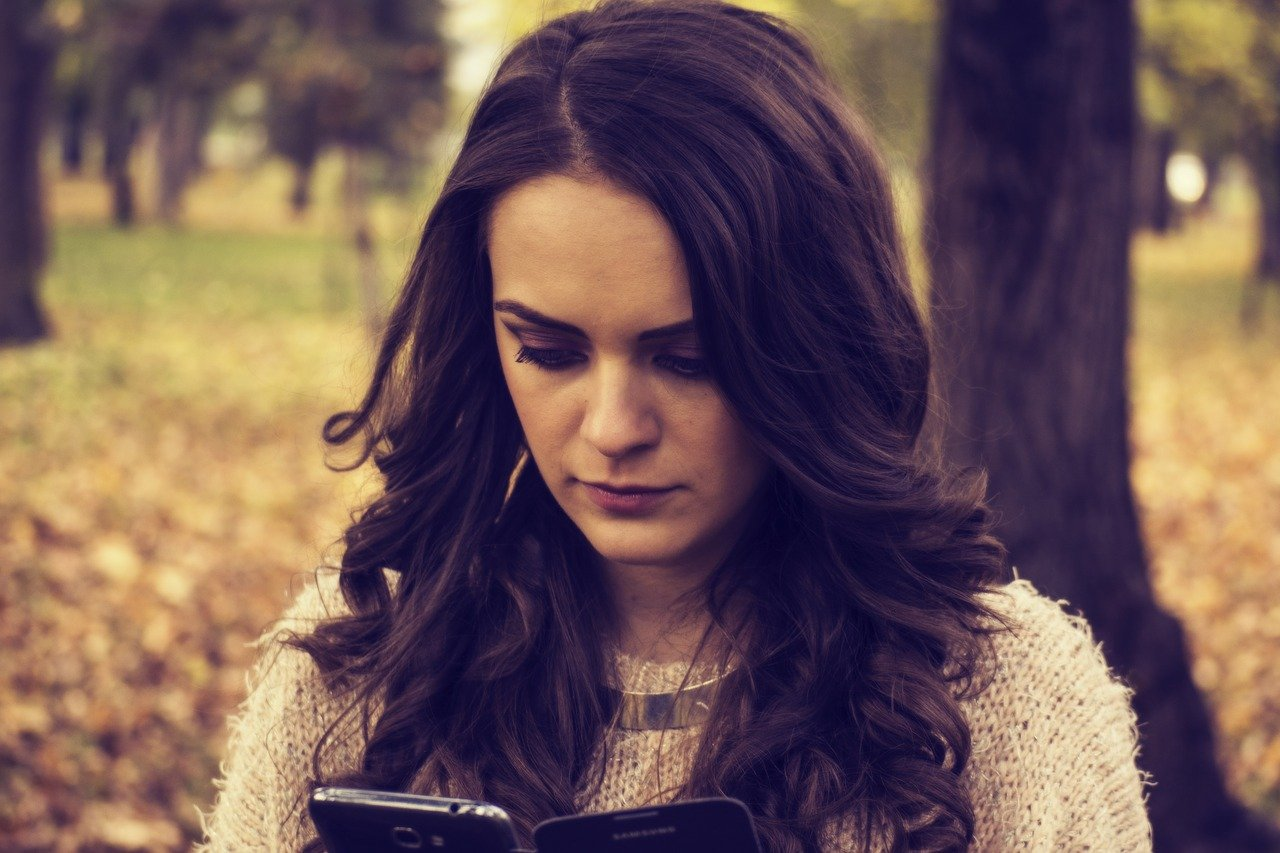 girl-looking-at-phone-1995455_1280.jpg