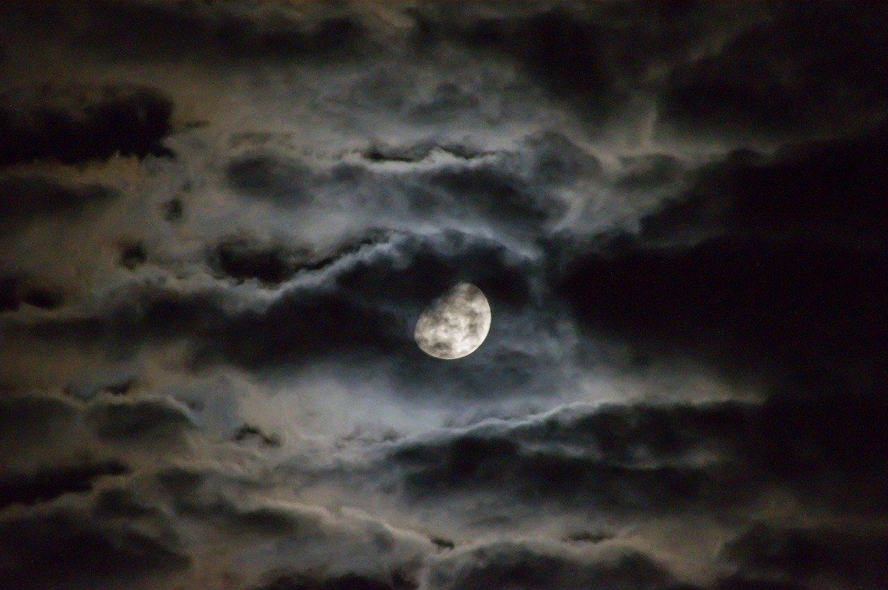 moon-1054721_1280.jpg