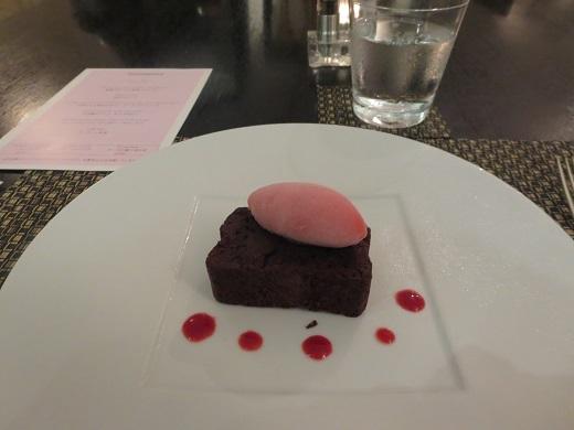 チョコレートケーキとソルベ