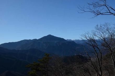 日向山頂上から武甲山