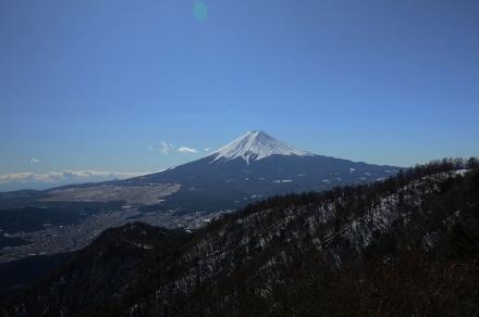 三ツ峠小屋の前から富士山1
