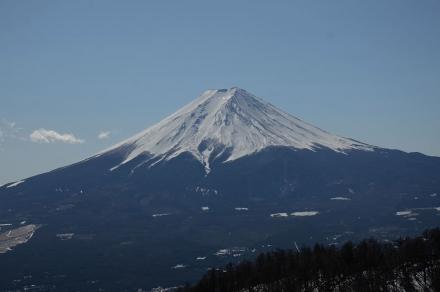 三ツ峠小屋の前から富士山2
