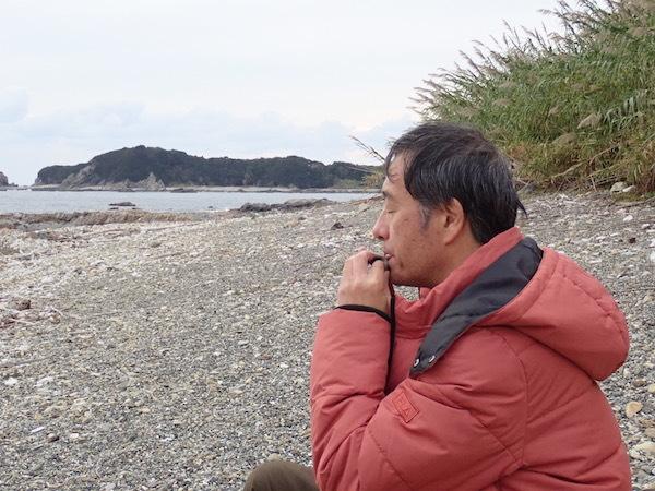 石笛を選ぶ永井さん