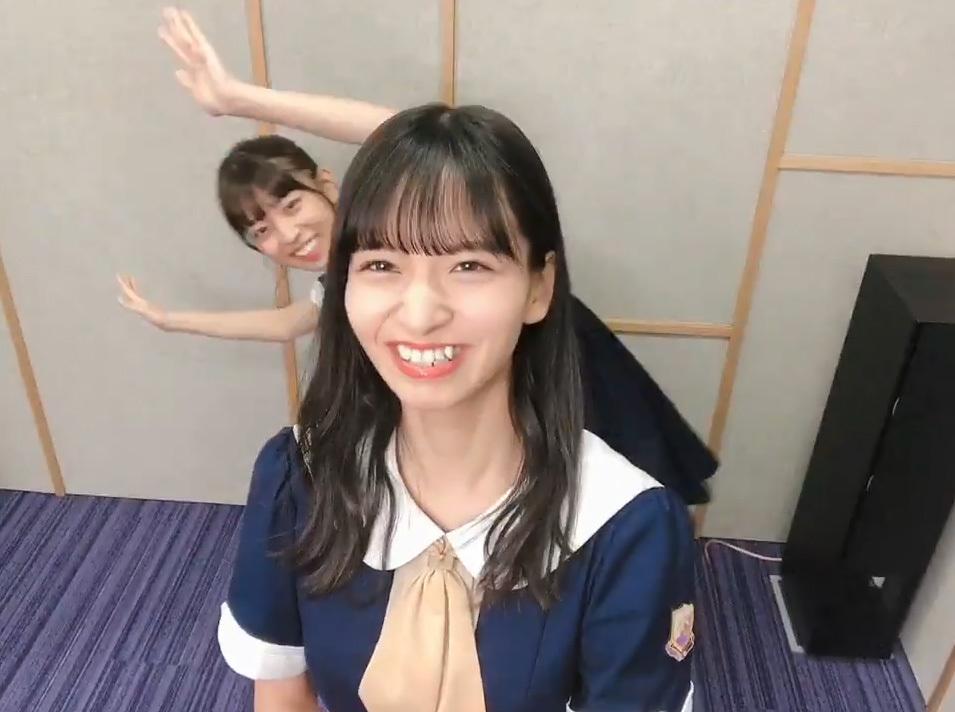 金川紗耶さんに阪口珠美さんがハグ