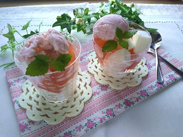 イチゴ寒天と牛乳寒天のパフェ