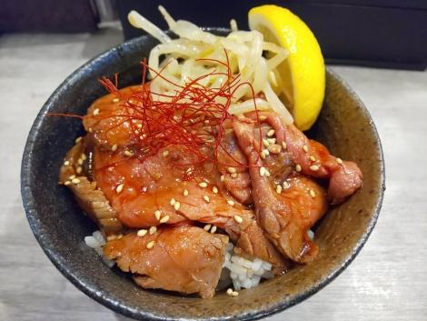 ハーフユッケ風ローストビーフ丼