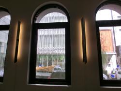 室内の窓 アンリ・シャルパンティエ記事