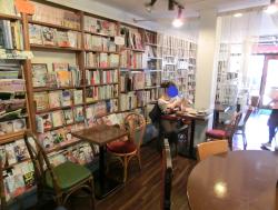 室内 ブックカフェ羽月記事