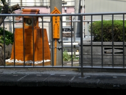 内藤家モニュメント 新宿駅構内記事2