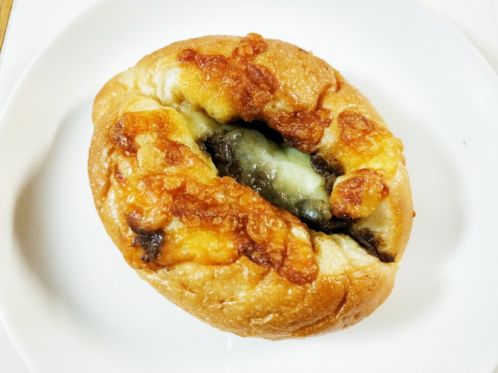 Pan deシャンボールの牛すじカレーパン