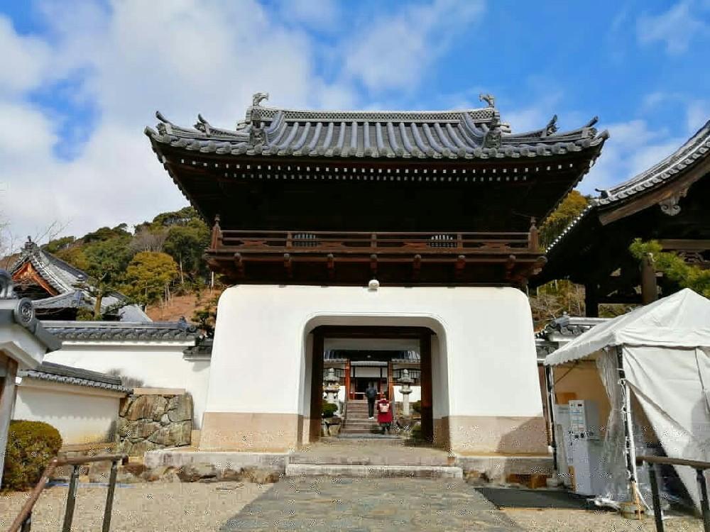 興聖寺の山門