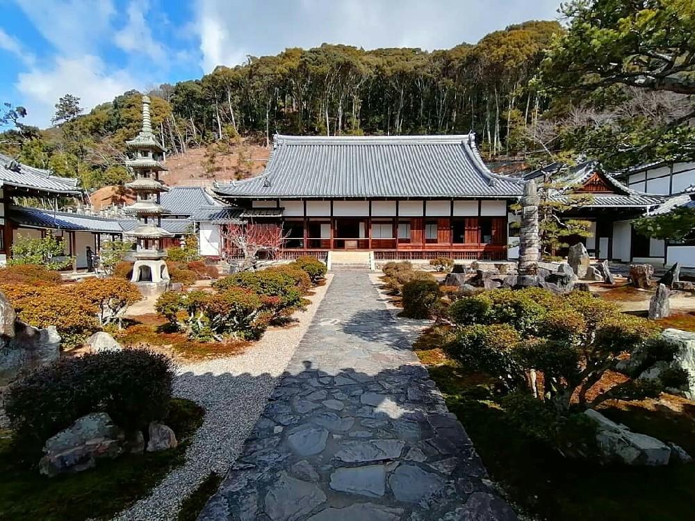 興聖寺の枯山水庭園