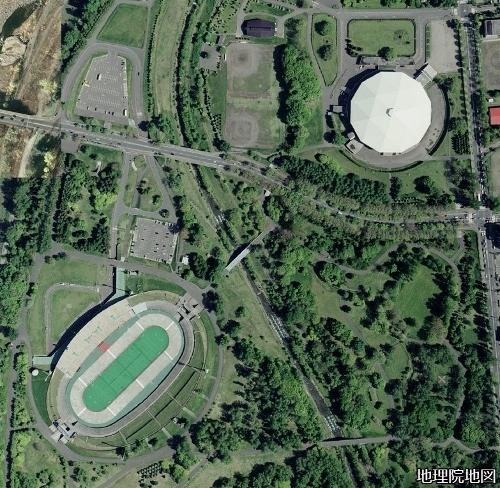 空中写真2008年 真駒内屋外、屋内競技場 軸線