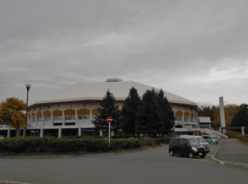 真駒内屋内競技場 前庭