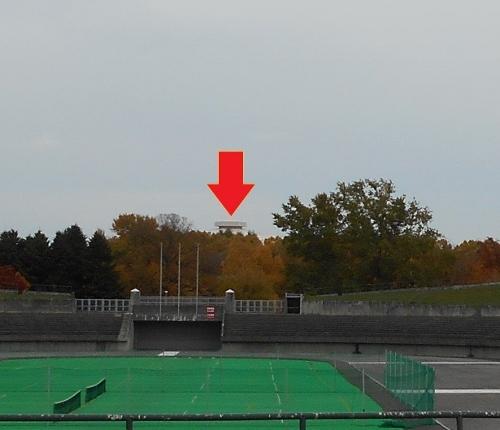 真駒内屋外競技場から屋内競技場を望む