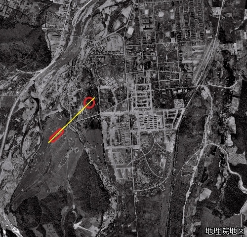 空中写真1961年 真駒内 屋外、屋内競技場の位置