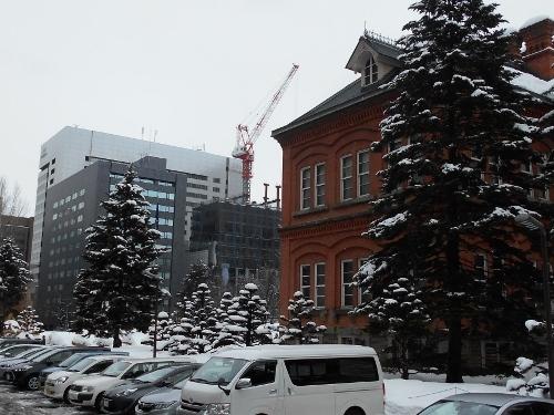 道庁赤れんがから見た日生北門館ビル