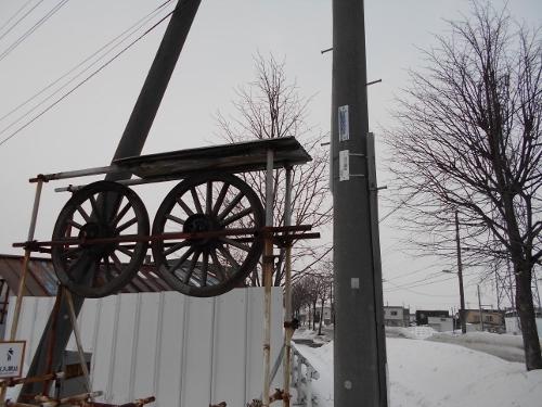 中沼町 Oさん宅入口 馬車の車輪