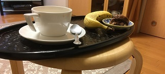 朝食はバナナと