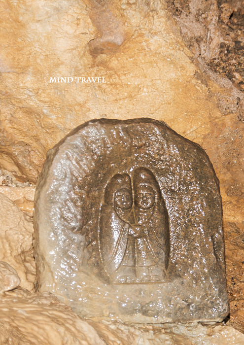 戸津井鍾乳洞の道祖神