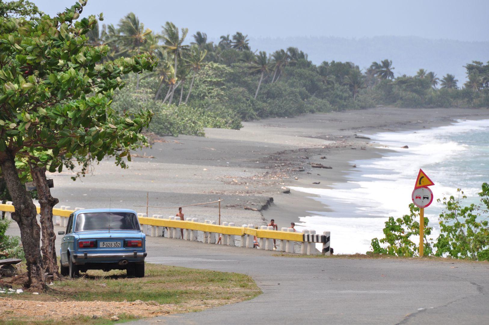camino sobre el caribe en Guantanamo