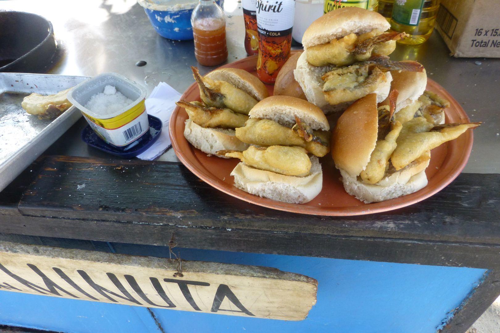 pan con minuta(pescado frito) muy delisioso