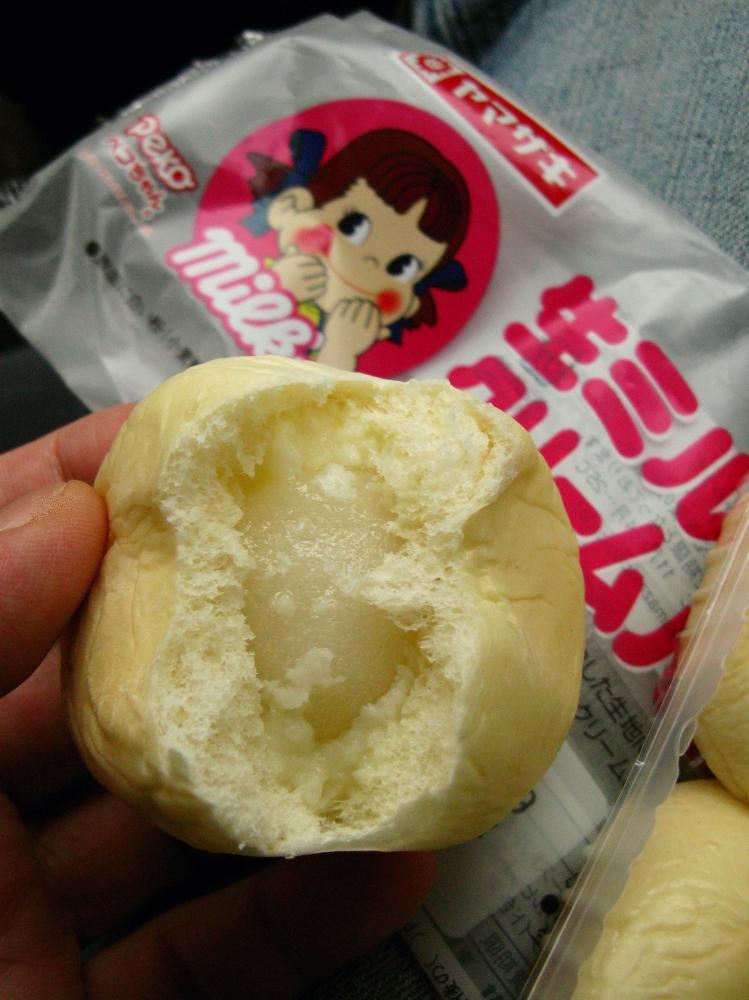 2014_12_28ヤマザキ:生ミルキークリームパン (6)