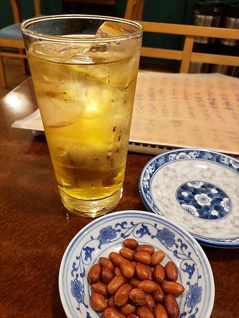 20190910_174601_R 緑茶ハイ、お通しのピーナッツ
