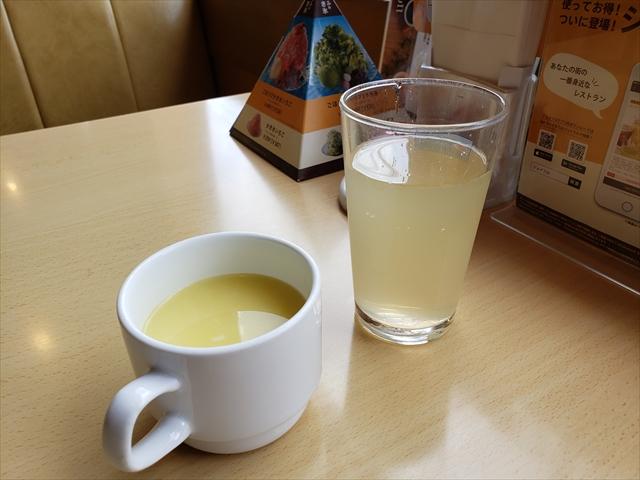 20190902_113920_R スープはコーンポタージュが2種類とコンソメ。選んだのは普通のコーンポタージュ。粉末をお湯で戻す業務用のやつ、なっちゃんアップル