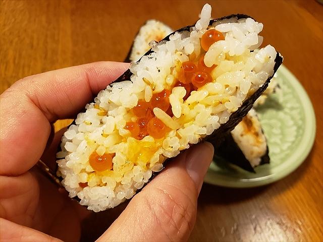 20190827_210902_R お米はあっさりめ甘みが少なく具を邪魔にしない、胡麻がアクセント。