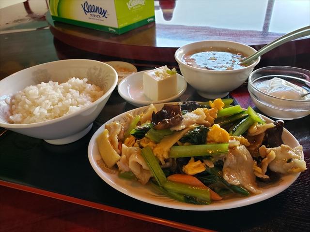 20191125_122337_R 生姜の香るわかめと卵の中華スープ、八角が香る漬物、豆腐、香料の香りが強いデザート