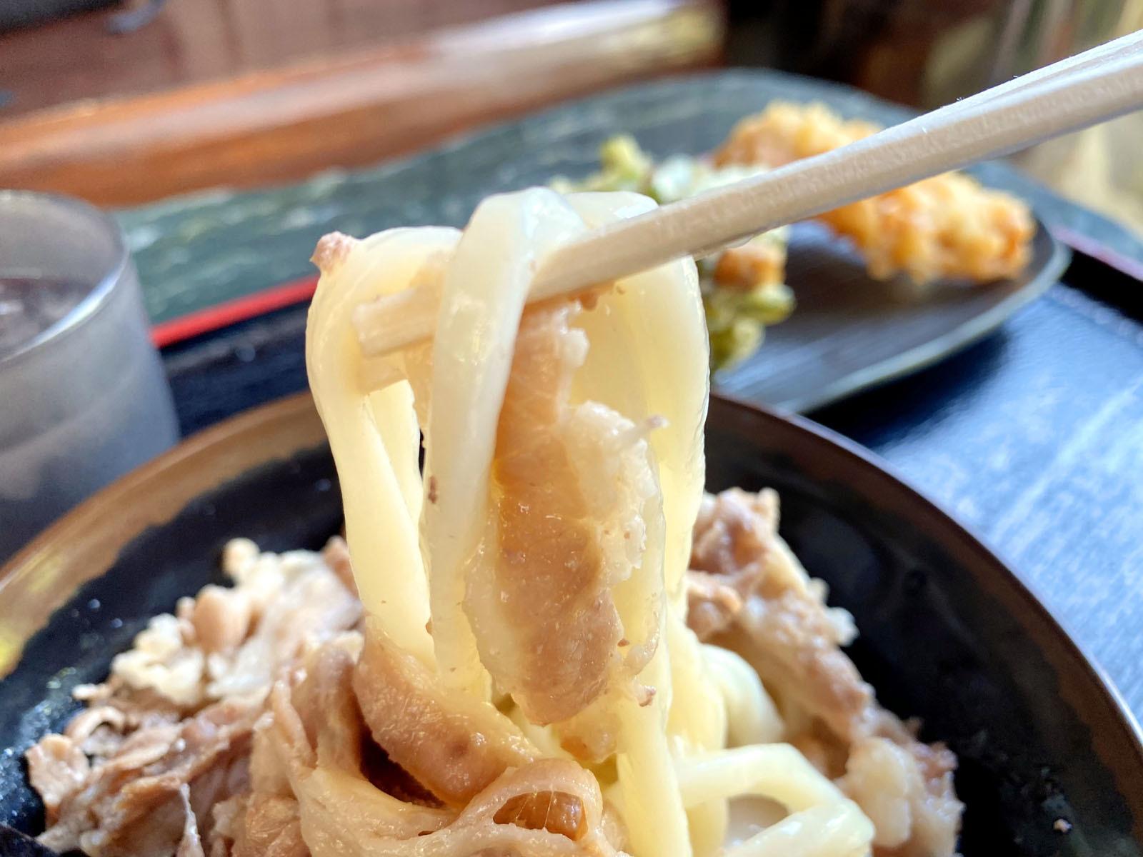 肉豆乳 500円(麺リフト)