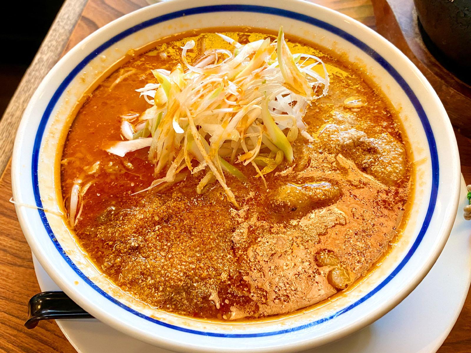 海老坦々麺(中太麺、かため) 900円(税抜)