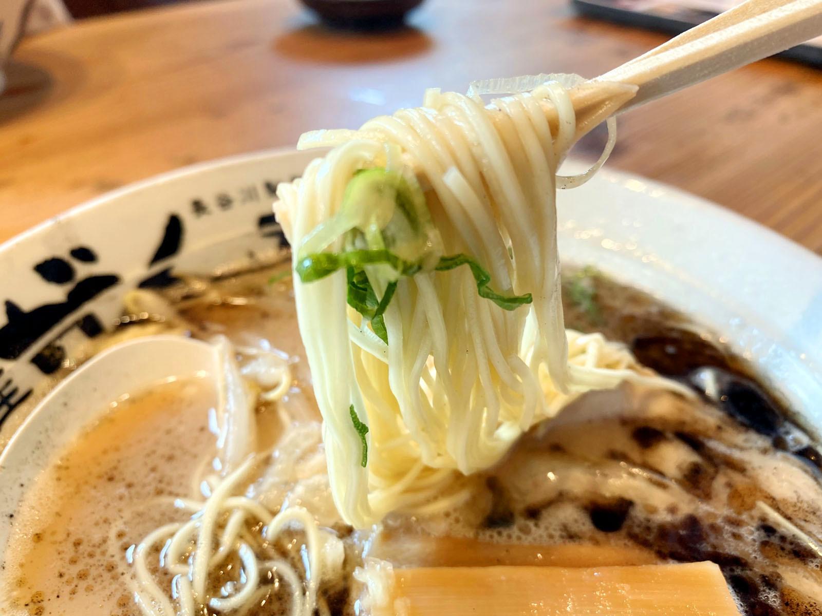 がんてつラーメン 700円+税(麺リフト)