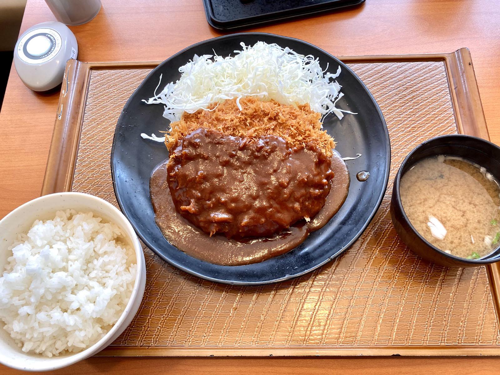 とろーりチーズINメンチかつ定食 690円(税抜)
