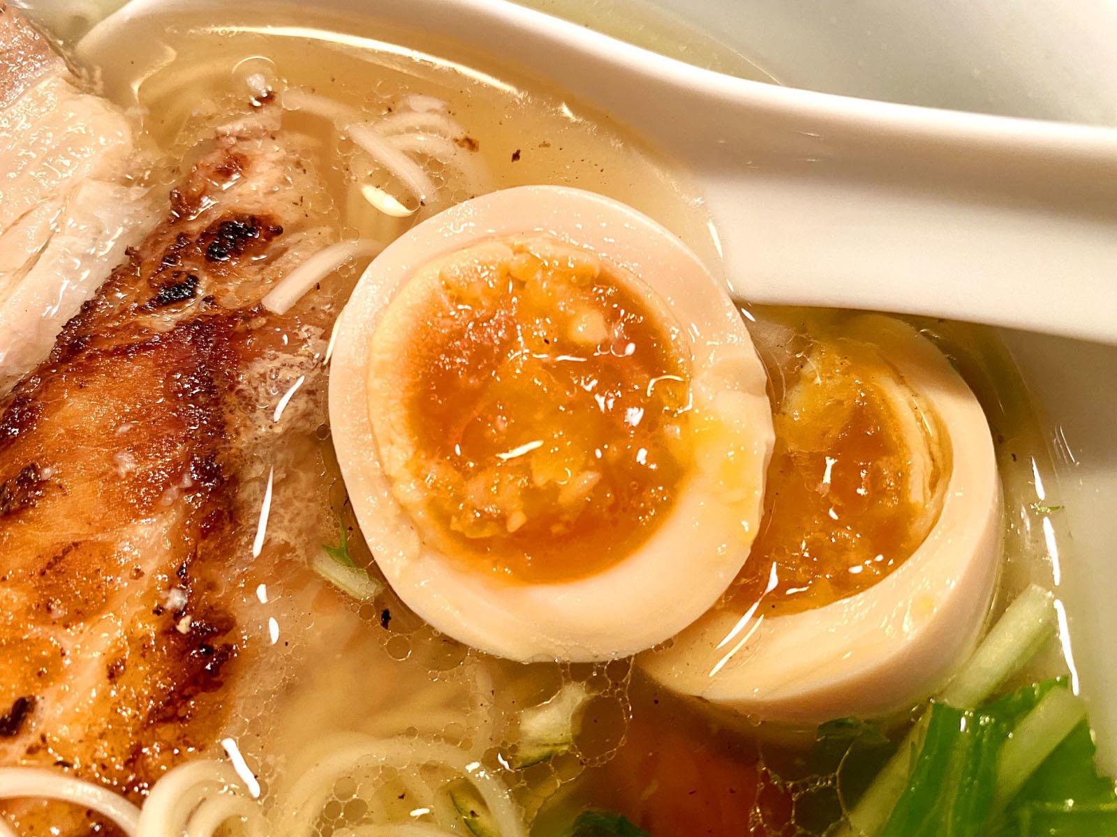 塩味玉らー麺 790円(税抜)味玉