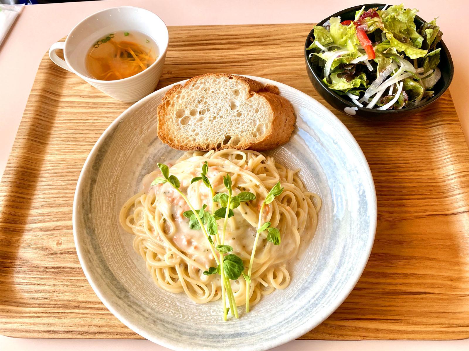 もなみランチ Bサーモンのクリームパスタ (ケーキ、ドリンク付き)1300円