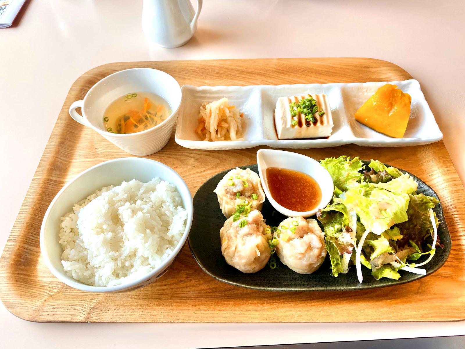 もなみランチ Aお惣菜プレート (ケーキ、ドリンク付き)1300円