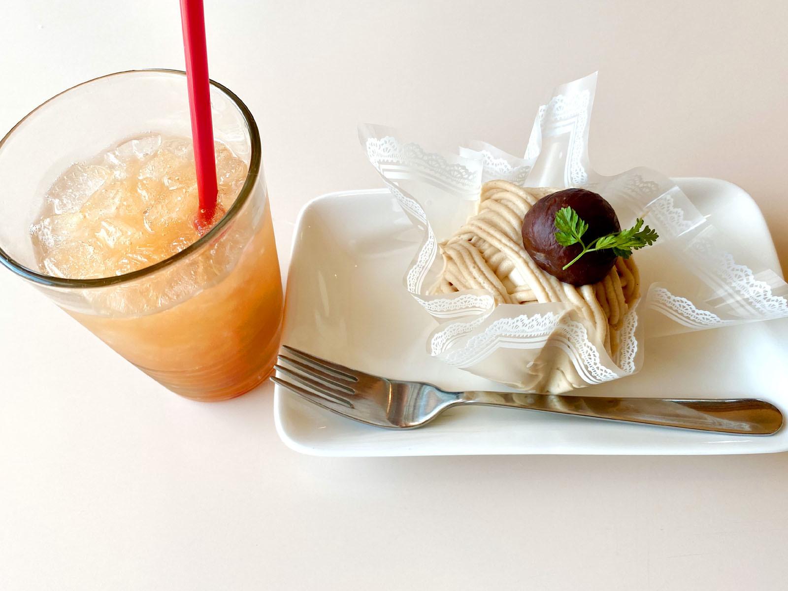 グレープフルーツジュース、栗のモンブラン400円(単品の場合)
