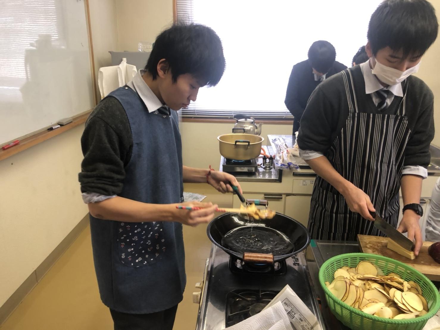 20200113(5)サツマイモ料理を高倉の方と一緒に