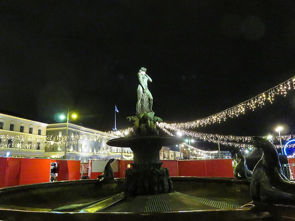フィンランド ヘルシンキ バルト海の乙女 Havis Amanda クリスマスマーケット Christmas