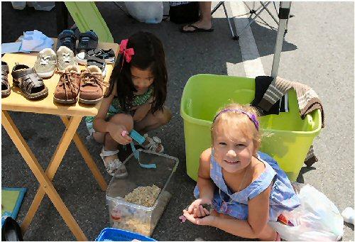 09ca 500 exchanging goods girl_kids