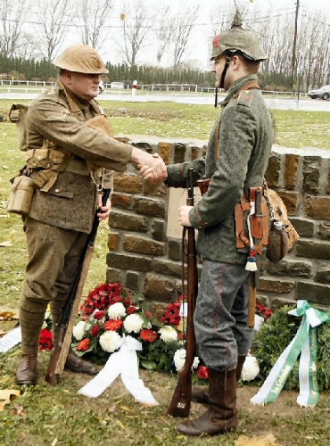 09b 500 Christmas_Truce_memorial_ceremony_2008