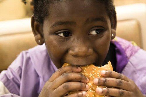 09c 500girl eating hamburger